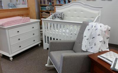 Floor Model Offer – Convertible Crib and Dresser